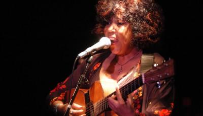 Linda_Lewis_Guitar